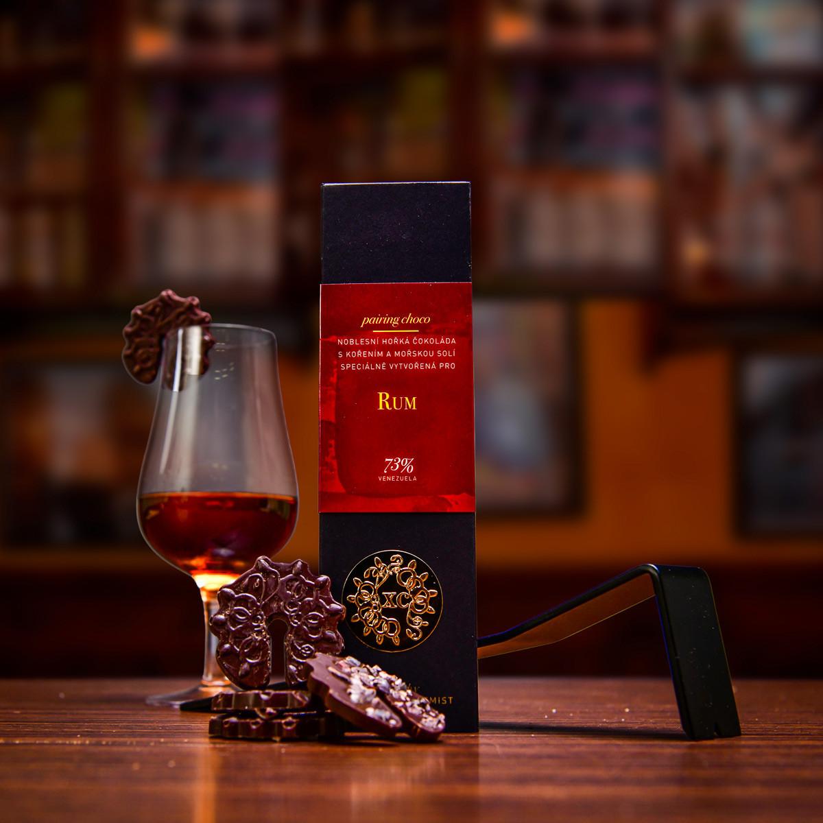 Společné fotografie k bednám s rumem