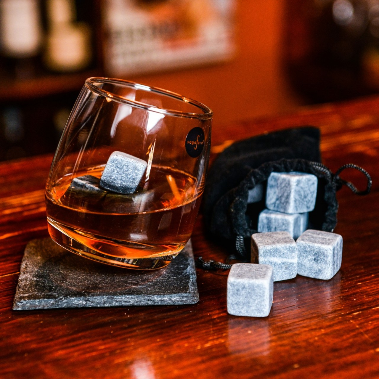 Houpací sklenice a ledové kostky.jpg