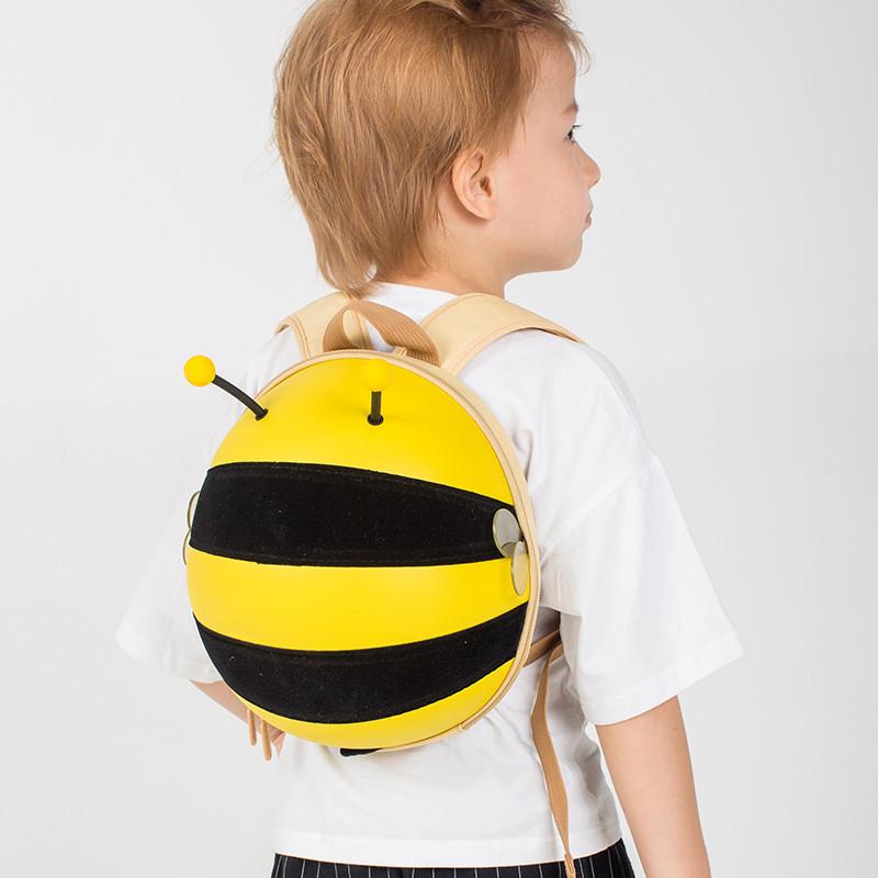 Batůžek Pilná včelka v dárkové krabici