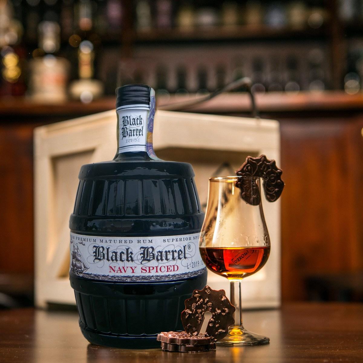 Bedna s rumem A.H. Riise Black Barrel