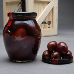 Vysoce kvalitní olivy Kalamata s peckou