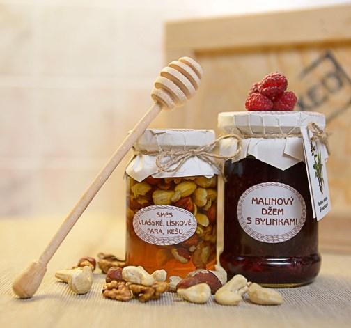 Medová pochoutka a malinový džem s bylinkami