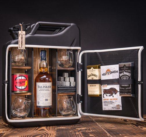 Dočasný Whisky Manboxeo Bar Lékárnička