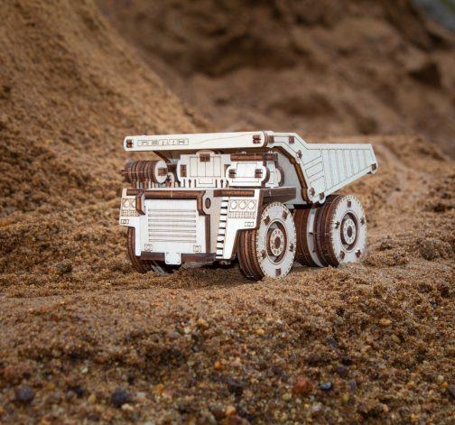 Dřevěný 3D model Belaz Mini