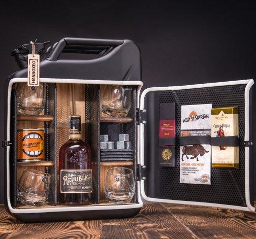 Dočasný Rum Manboxeo Bar Lékárnička II.