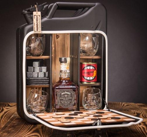 Dočasný Whisky Manboxeo Bar Lékárnička – padací most