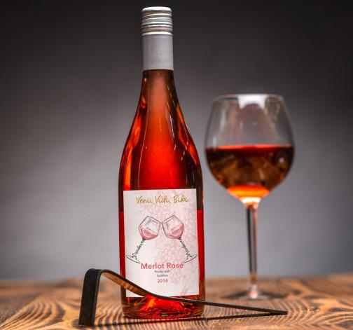 ruzove vino merlot rose 2018 pozdni sber gotberg.jpg