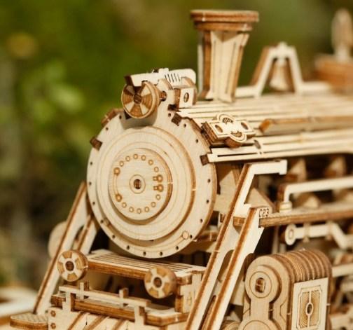 Dřevěný model parní lokomotivy