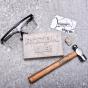 Manboxeo cihla s kartou kladivem a brlemi - vnon drek pro mue.jpg