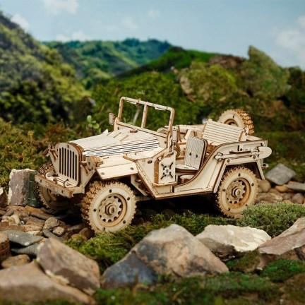 Dřevěný model vojenského jeepu