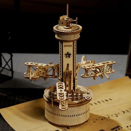 Dřevěný model řídicí věže