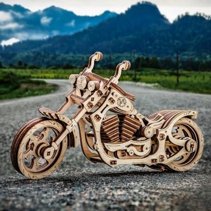 Dřevěný model motorky Cruiser