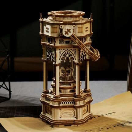 Dřevěný hrací model viktoriánské lucerny